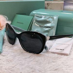 BNIB Tiffany Heart Sunglasses